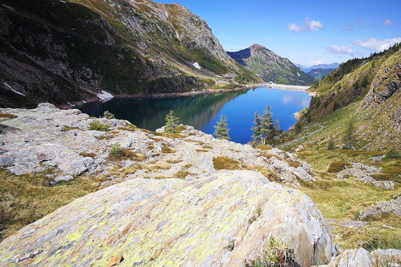 Escursione ad anello alla scoperta della Val Sanguigno e dei laghi di Valgoglio.