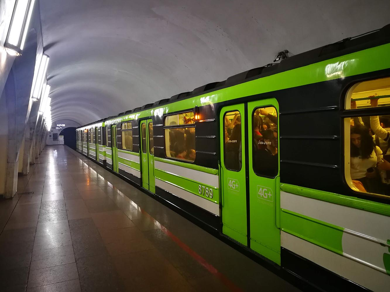 viaggio in armenia yerevan metro